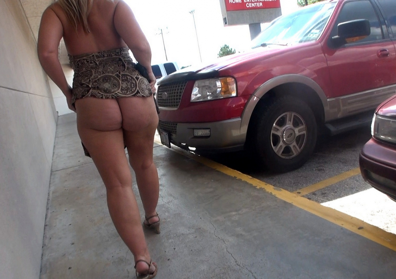 content/20121211_ms_naughtyinpublicplaces/0.jpg